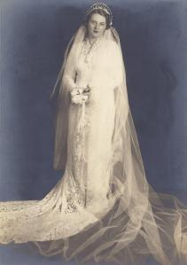 Helen wedding dress pix